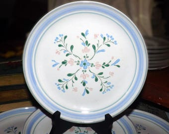 Vintage (1980s) Fascino hand-decorated stoneware salad or side plate by Yamaka Japan. Blue and pink flowers and bands.
