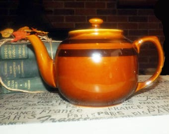Mid-century (1950s) Sadler large Brown Betty teapot. Rockingham brown body with dark brown accent bands.  Classic!