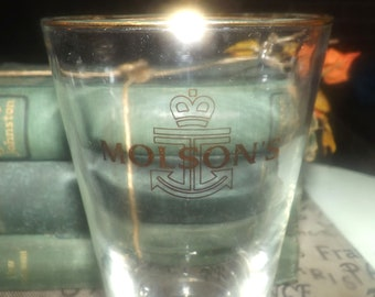 Vintage (1980s) Molsons gold anchor-logo pint glass. Gold-rim, tulip shape, fluted bowl and weighted base.