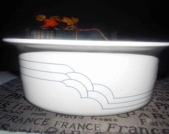 Vintage (mid 1980s) Corning | Corningware | Corelle Deco pattern 1.5L rimmed casserole. Blue pinstripes, Classic Elegance line.