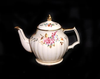 Early mid-century Sadler 3423 hand-painted teapot made in England. Flaws (see below).