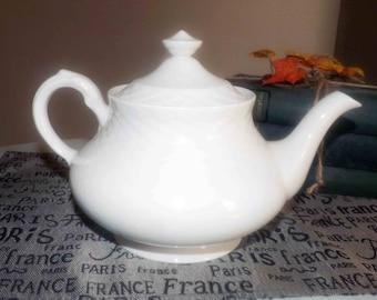 Vintage (1960s) Royal Tunstall RTL1 Regina teapot with lid.  White-on-white embossed lattice design.