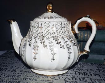 Early mid-century (1940s) Sadler 3046 hand-painted gold lattice and florals teapot with lid.  Flawed (see below).