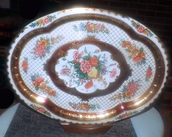 Vintage (1971) Daher Decorated Ware large metal serving tray. Multi-colored mums and other flowers. Gold lattice. Made in England.