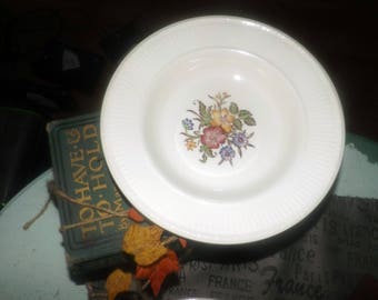Early mid-century (1940s) Wedgwood Edme Cavalier Meadow | Meadow TK422 pattern rimmed soup bowl. Ribbed rim, central multicolor florals.