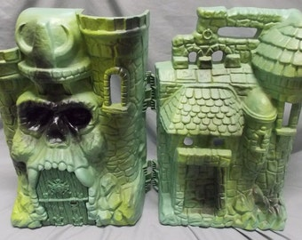 Vintage (1983) Original Masters of the Universe (MOTU) Castle Grayskull playset. Original box. Pretty much complete. Made by Mattel.