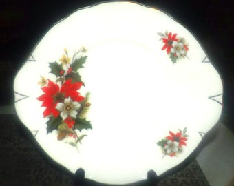 Vintage (1970s) Sadler 3975 Christmas Poinsettia, red berries, holly cookie, cake, or pastry serving plate. Gold edge, embossed accents