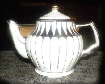 Mid-century (1950s) Sadler England 3441 pattern hand-painted silver luster teapot. Embossed white bars and bands, platinum accents, edge.