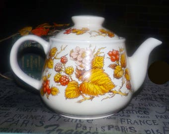 Vintage (1970s) Sadler teapot with lid.  Fall | autumn-colored leaves, flowers, berries on both sides.