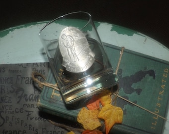 Vintage lo-ball, double old-fashioned, on-the-rocks, or whisky glass. Weighted, pebbled base, pewter applique of a golfer on front.