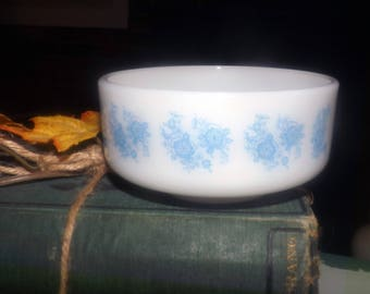 Vintage (1960s) Federal Glass USA stackable milk glass cereal bowl. Small blue flowers | wild roses on white.