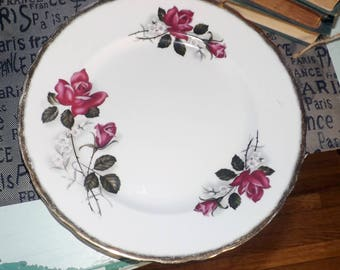 Mid-century (1950s) Royal Imperial | Ridgway England RIM30 large dinner plate. Broad, scalloped gold edge, bright red rose blooms.