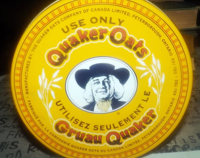 Vintage (1980s) Quaker Oats Rolled White Oats recipe tin. Recipe for making oatmeal cookies.