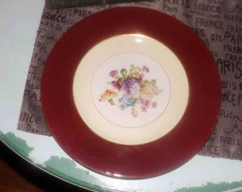 Quite vintage (1930s) SOHO | Simpsons Ambassador Ware 6841 hand-decorated dinner plate. Maroon verge, yellow inset band, center flowers
