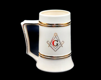 Vintage Masonic Freemasons ceramic beer stein   tankard made in the USA. Gold G and compass.