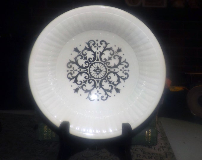 Vintage (1970s) Stonecraft | English Ironstone Pottery Saxony Seville retro cereal bowl. Black-and-white spiral | geometric pattern.