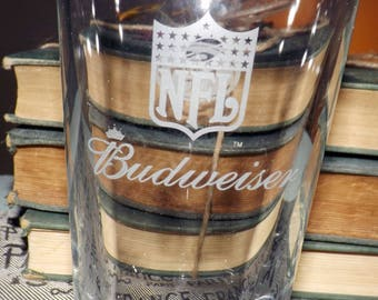 Vintage (1990) Budweiser NFL San Francisco 49ers pint beer glass. Etched-glass logo, text. Commercial quality.