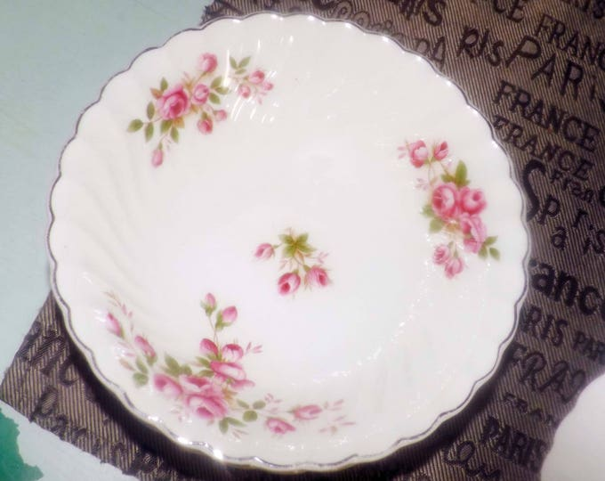 Early mid-century (1940s) Johnson Brothers JB431 coupe cereal bowl.