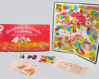 Vintage (1981) Strawberry Shortcake in Big Apple City board game published Parker Brothers as game A958. Complete.