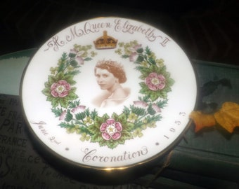 Mid-century (1953) Queen Elizabeth II commemorative Coronation plate made by Tuscan. Sepia central image of HRH, crown, wreath, gold edge.