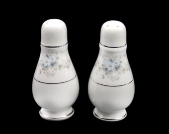 Vintage (1980s) Oneida Artistry Heiress 3078 salt and pepper shaker set made in Ireland.