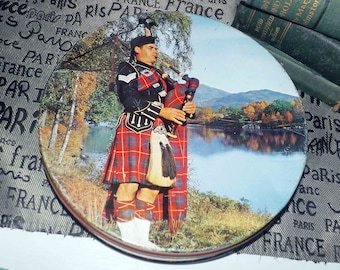 Mid-century (1950s) Associated Biscuits | Peek Freans Royal Scotch Shortbread round tin. Scottish bagpiper on lid.  Made in England.