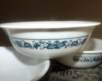 Set of 4 vintage (1980s) Corelle | Corning | Corningware USA Old Town Blue cereal, soup, or salad bowls. Blue-and-white floral band.