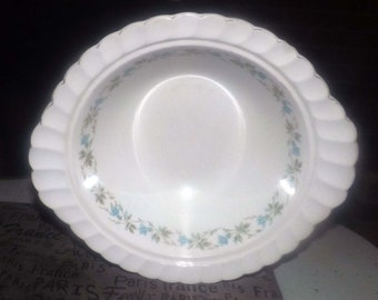 Mid-century (1950s) Johnson Brothers Snowhite Regency JB482 handled vegetable | serving bowl. Blue morning glories, greenery.