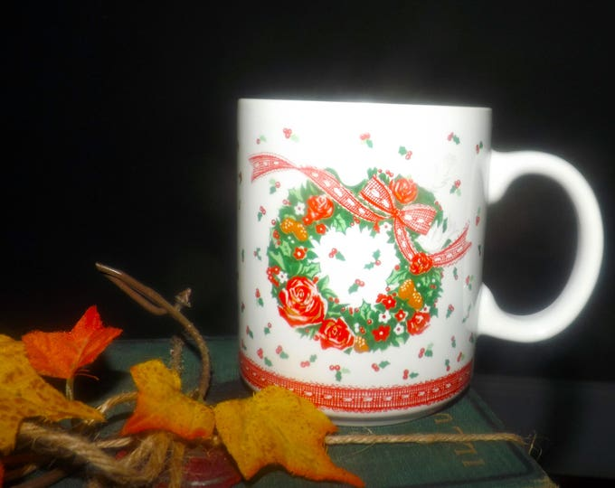 Boxed set of 4 vintage (1980s) Holidays | Christmas mugs made for Himark.  Victorian Christmas wreath, red ribbons. Unused.