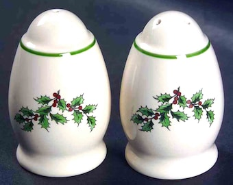 Vintage (1986) Spode Christmas Tree S3324 pattern stoneware salt and pepper shaker set. Green holly, red berries, branches, green trim.