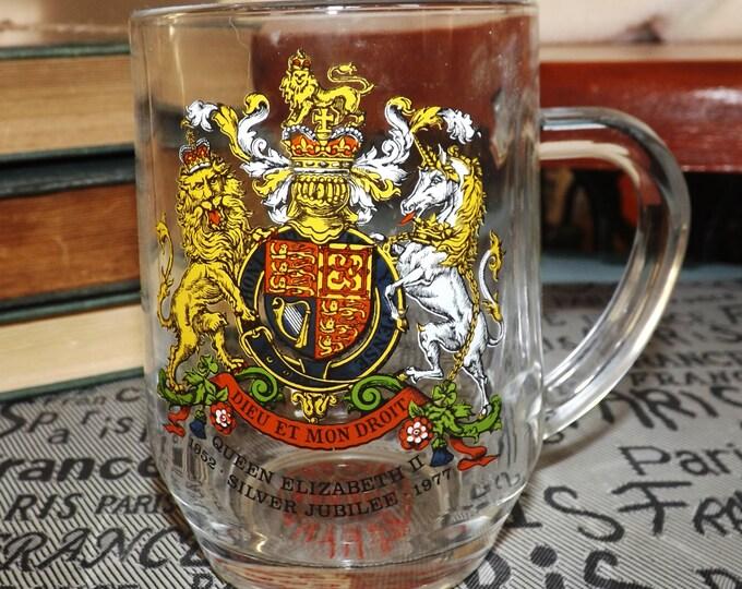 Vintage (1977) James Gerard London, England etched glass coffee or tea mug commemorating Queen Elizabeth II Silver Jubilee.