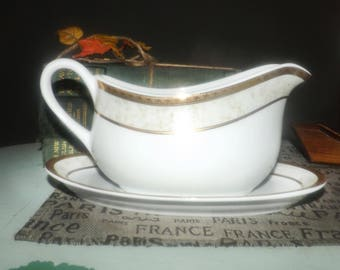 Vintage (mid 1990s) Royal Heritage Primavera gravy boat with under-plate. Mottled tan border band, gold encrusted band and edge.
