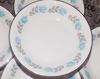 Early mid-century (1940s) Barratts Delphatic White fruit nappie, dessert, sauce or berry bowl. Blue roses, platinum edge, swirled body.