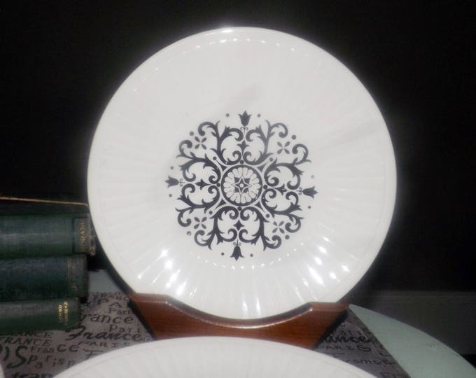 Vintage (1960s) Washington Pottery Seville dinner plate. Retro tableware made in England.