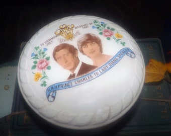 Vintage (1981) Commemorative trinket box celebrating the wedding of HRH Prince Charles to Lady Diana Spencer.  Made by Jubilee in England.