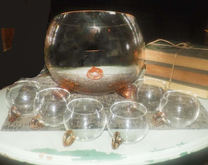 Vintage (1960s) Sussmuth hand-blown pink glass punch bowl set. Super cute pink shell feet on punch bowl, 6 glass cups.