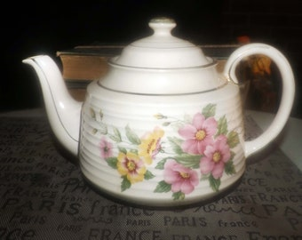 Early mid century (1940s) Sadler 3635 hand-decorated teapot. Pink primroses, yellow florals, greenery, gold edge and accents, ribbed body.