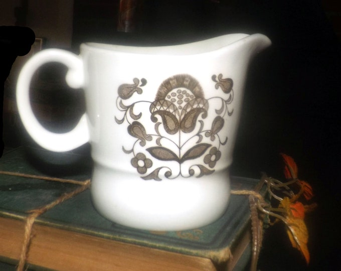 Retro vintage (1970s) Wood & Sons Wellesley creamer or open sugar bowl made in England. Choice of pieces sold individually.