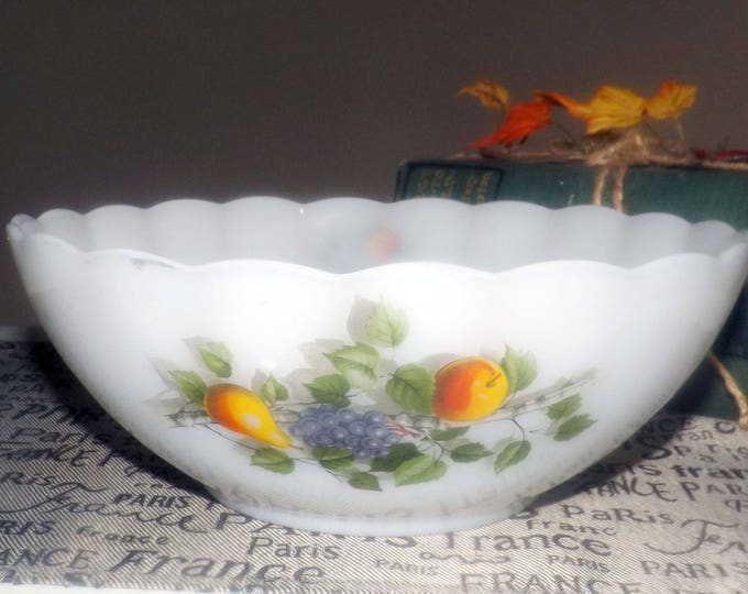 Vintage (1970s) Arcopal France Fruits de France glass salad or vegetable serving bowl.