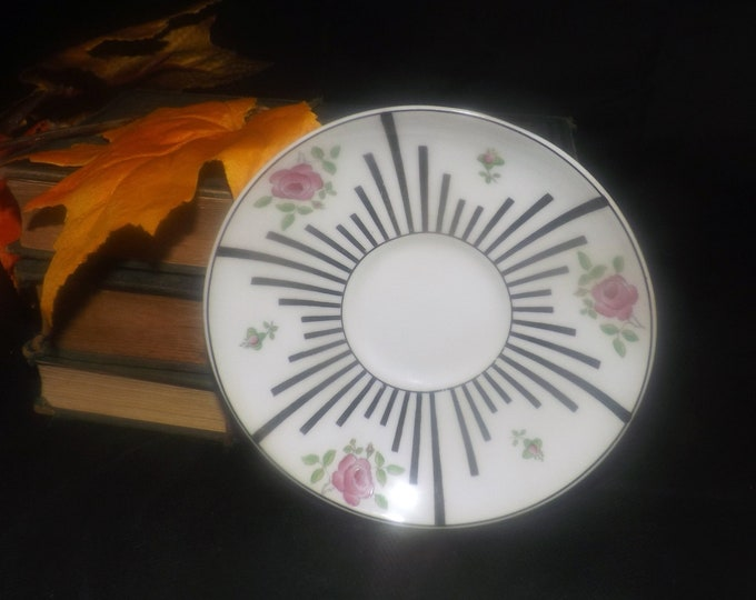Almost antique (1920s) Paragon Star England 5476 hand-decorated orphaned saucer only. Art-nouveau florals, black lines.