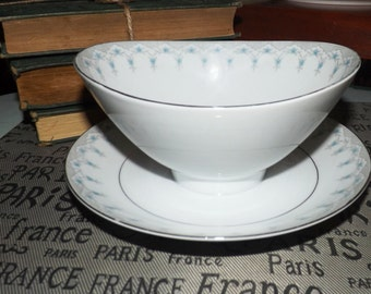 Vintage (1970s) Mikasa Narumi Felicia 5257 gravy boat with attached under-plate. Blue flowers, platinum edge and accents