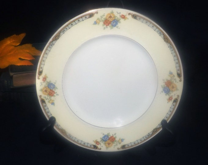 Vintage (1930s) Alfred Meakin Celia art deco luncheon plate made in England.