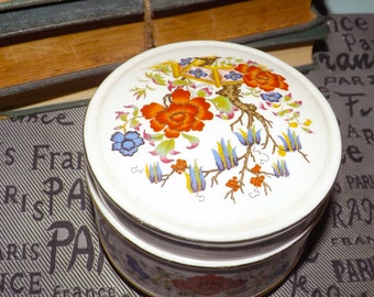 Early mid-century (1940s) Sadler Chinoiserie hand-painted covered candy box.