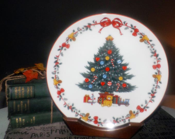 Vintage Yamaji   Himark Japan Christmastime dinner plate. Christmas tree, teddy bear, presents, red rim.