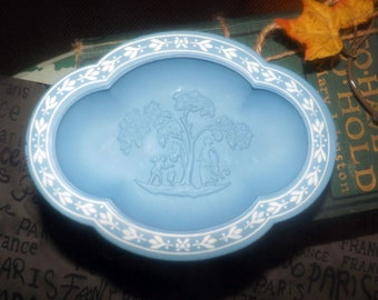 Vintage (1970s) Avon Avonshire Blue wedgwood blue glass pedestal soap dish (no soap). Blue and white, high-relief imagery. Original box.