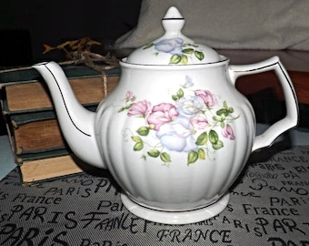 Early mid-century (1940s) Sadler 3885 hand-decorated floral teapot. Ribbed body, gold accents.