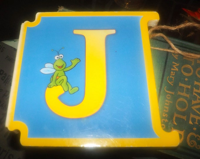Vintage (1997) CTW Sesame Street Letter J: Jeans and Jacket Day. Elmo, Rowlf book. ABCs Muppets Reader's Digest Young Families. Italy import