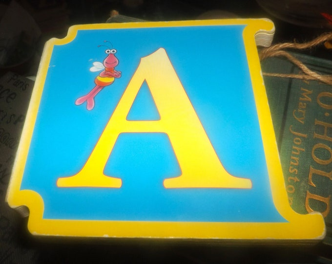Vintage (1997) CTW Sesame Street Letter A: Big Bird's Adventures. ABCs Muppets Reader's Digest Young Families. Italy import.