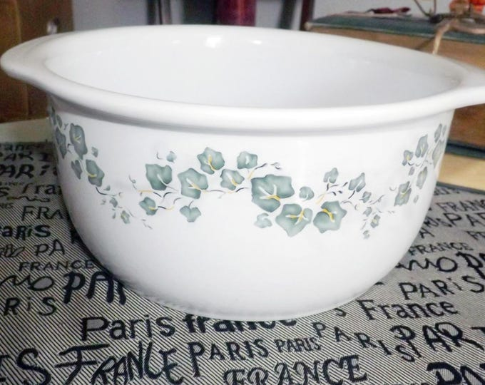 Vintage (mid 1990s) Corelle | Corning | Callaway stoneware lugged mixing bowl | casserole. 1.5 quarts. Green ivy | leaves.