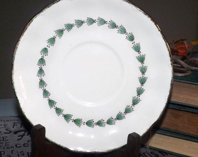 Early mid-century (1940s) Grindley Cream Petal The Linkstone orphan saucer only. Brushed gold edge, green laurels